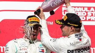 Lewis Hamilton y Valtteri Bottas, en el podio de Estados Unidos.
