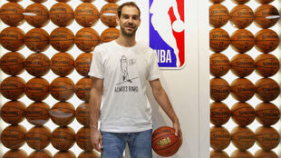 Jose Calderon at the NBA's offices in Madrid.