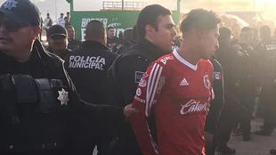 Varios fanáticos fueron detenidos.