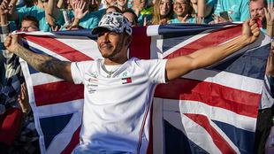 Hamilton, emocionado tras su sexto título.