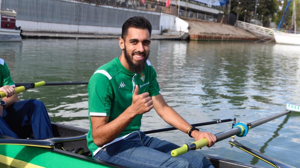 Borja Iglesias, sobre la embarcación de su equipo para la Regata...