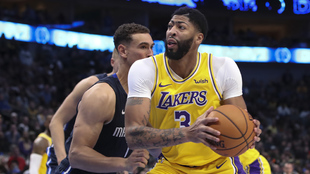Anthony Davis en acción con los Lakers