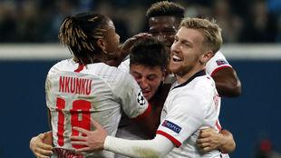 Los jugadores del RB Leipzig celebran el gol de Diego Demme (27),