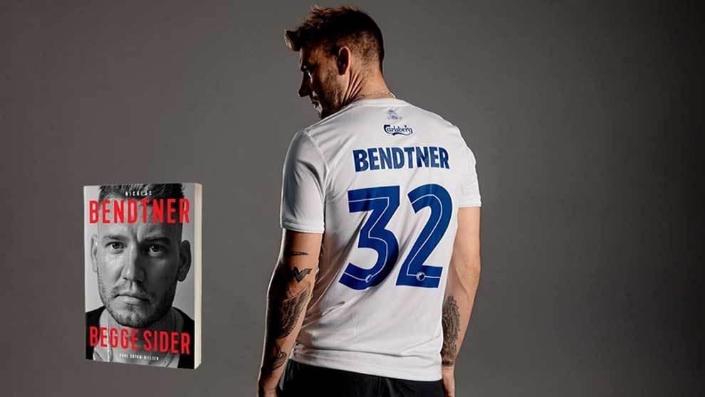 El futbolista Nicklas Bendtner presentando su libro Both Sides