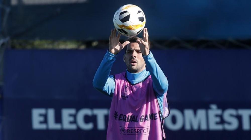 Víctor Sánchez, durante el entrenamiento previo al encuentro contra...