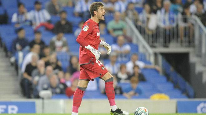 Aitor durante el partido ante el Barcelona.