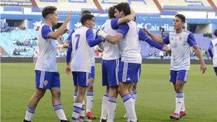Los jugadores del Real Zaragoza Juvenil celebran uno de los goles.