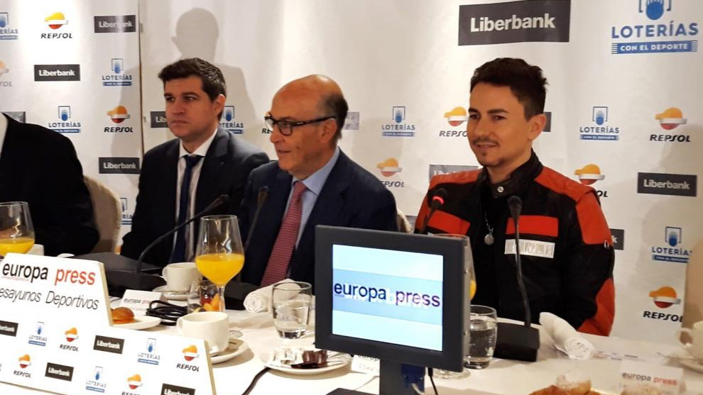 Carmelo Ezpeleta y Jorge Lorenzo, en el desayuno de Europa Press.