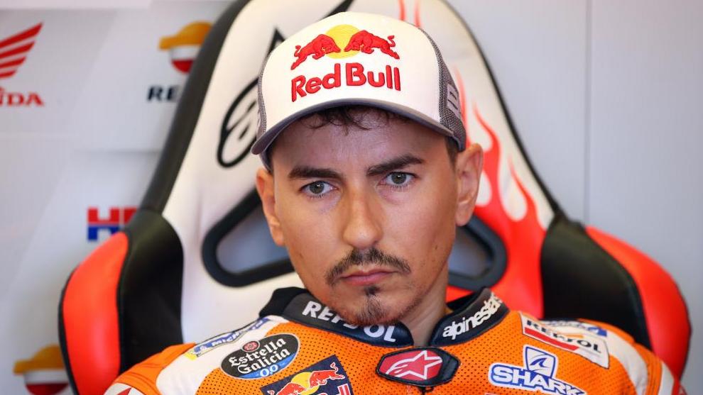 Jorge Lorenzo, en el box de Repsol Honda.