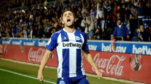 Lucas Pérez celebra un tanto ante el Atlético de Madrid