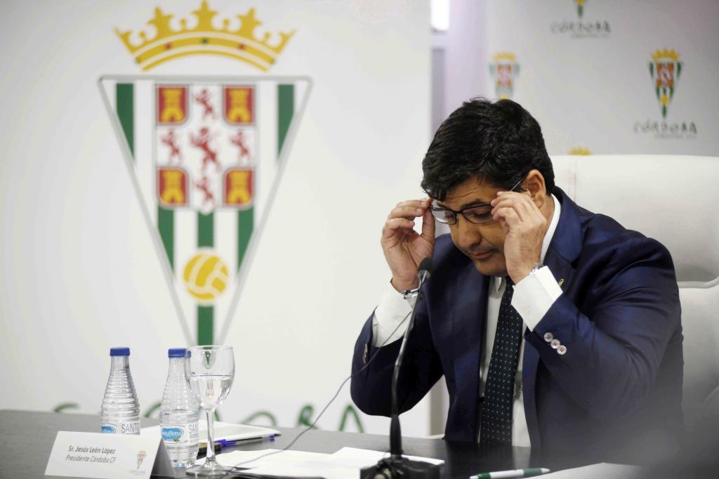 Jesús León, en una rueda de prensa tras el descenso del equipo a...