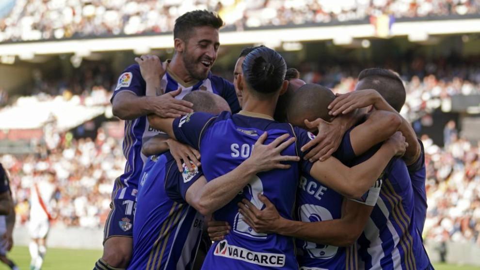 Los jugadores de la Ponferradina celebran un gol