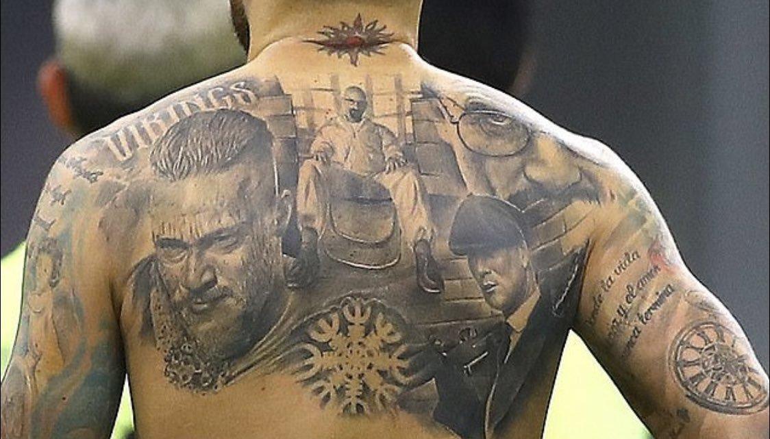 Nicolás Otamendi se ha tatuado en la espalda las series de...