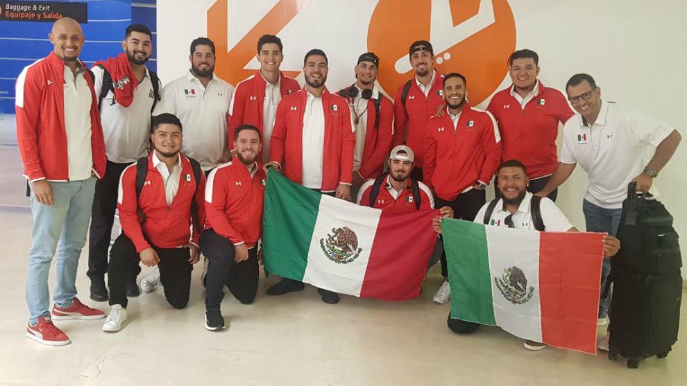 La selección mexicana de béisbol a su llegada a Japón