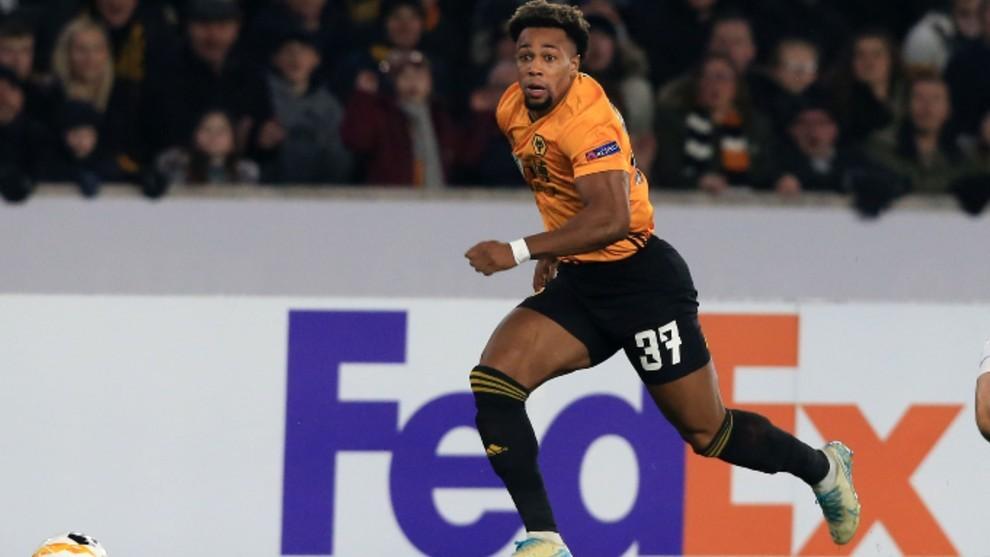 Adama Traoré en un partido con los Wolves