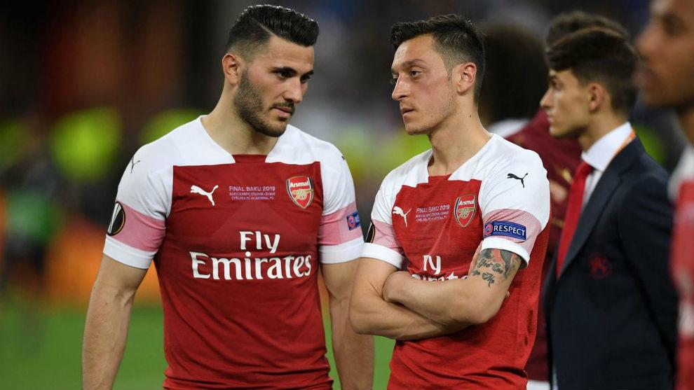 Arteta deja a Özil fuera de la lista del Arsenal para la Premier