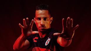 Camilo Sanvezzo o 'Sanvetrooper' posó con el nuevo jersey...