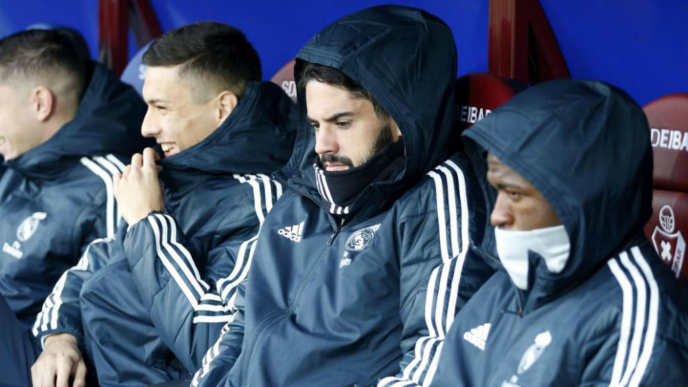 Isco on the bench at Ipurua in 2018/19