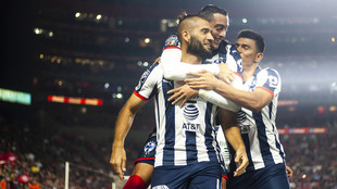 Funes Mori celebra con Nicolás Sánchez.