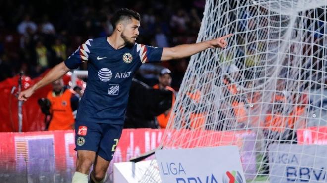 Henry Martín celebrando un gol ante el Veracruz.