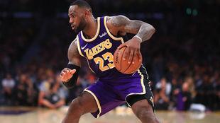 LeBron James sigue en forma y alcanza otro registro histórico en la...