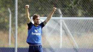 Aitor, en un entrenamiento del Levante.