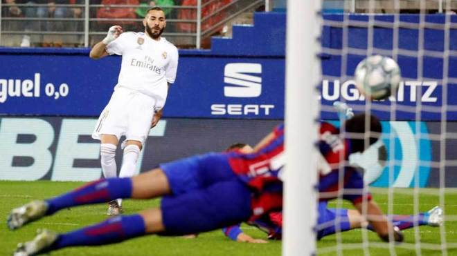Benzema scores his first goal against Eibar.