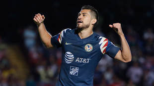 Henry Martín celebrando un gol ante Veracruz.