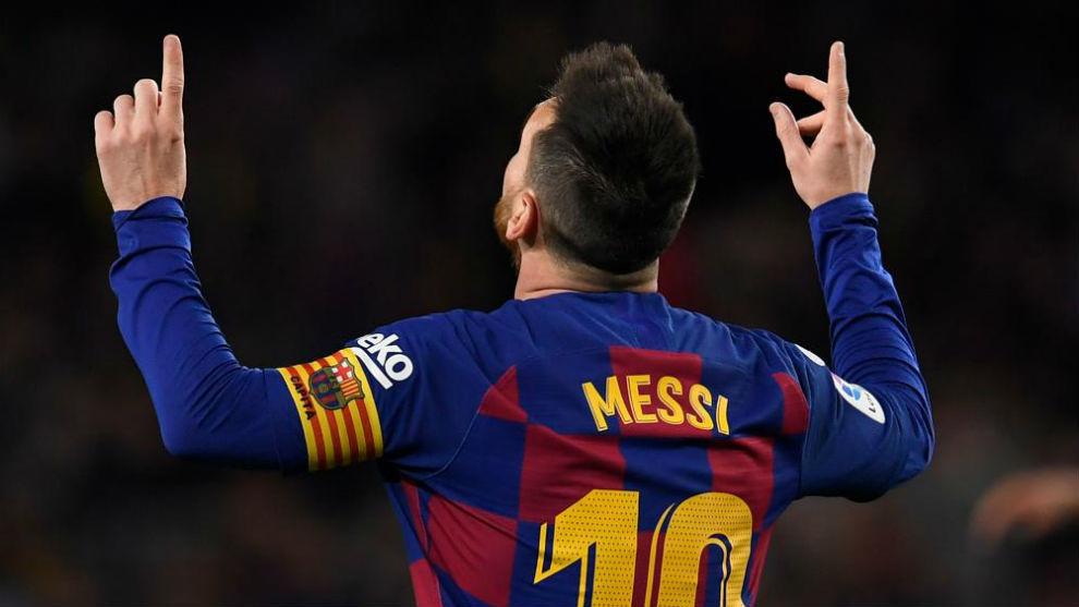Leo Messi celebrates his second freekick against Celta.