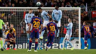 Messi en uno de los goles de falta.