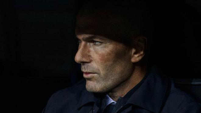 Zidane, en el banquillo.