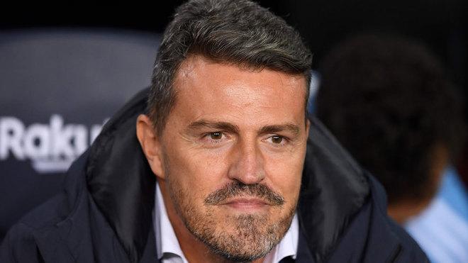 Óscar García Junyent, en el banquillo antes de comenzar el partido.