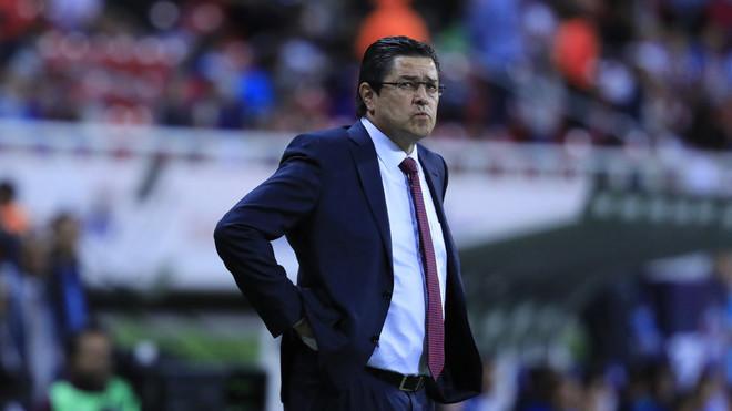 Luis Fernando Tena, técnico de Chivas.