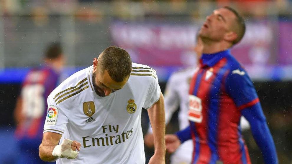 Karim Benzema celebra uno de sus tantos ante la tristeza de algunos...