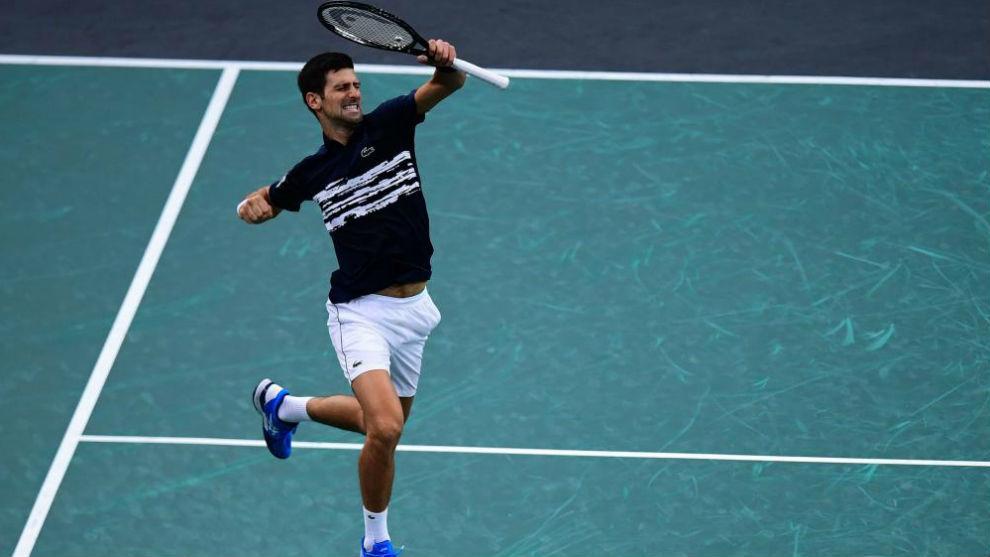 Djokovic da un salto de alegría
