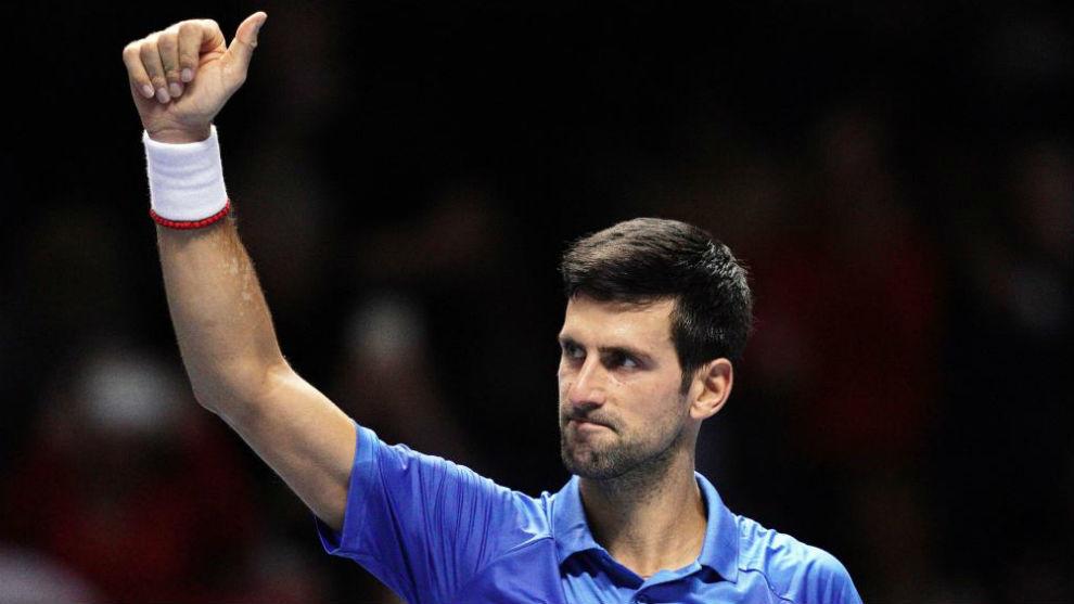 Djokovic saluda al público