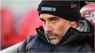 Guardiola, con cara de circunstancias, durante la derrota en Anfield.