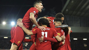 Los jugadores del Liverpool celebran 3-0.