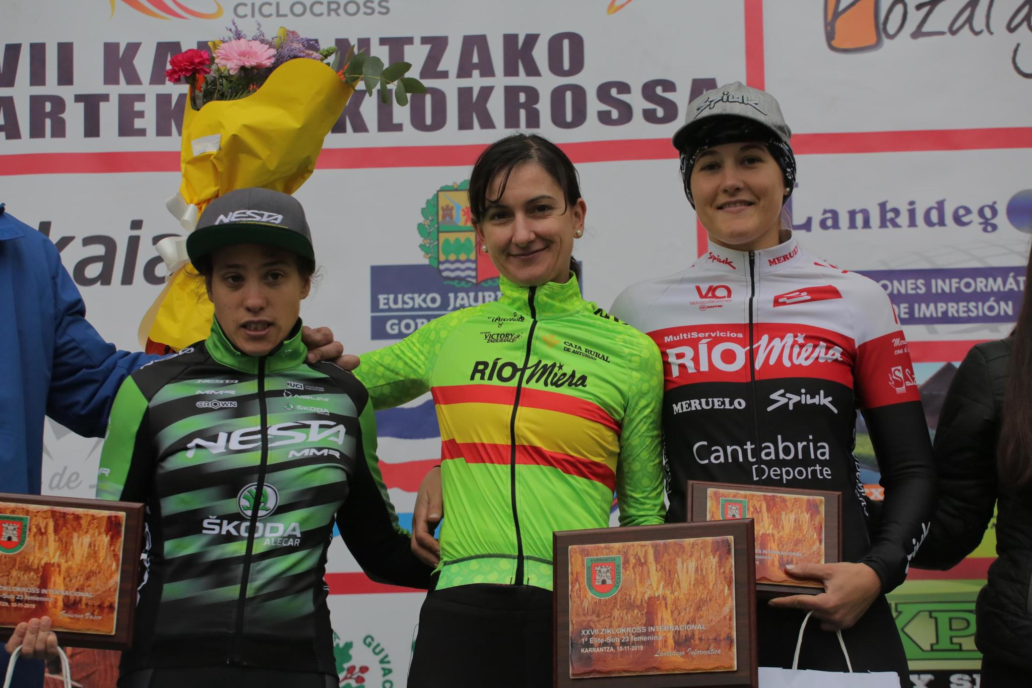 Podio femenino: Lucía González, Aída Nuño y Sandra Trevilla