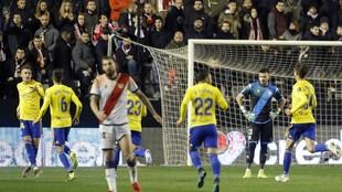 Alejo celebra el gol que marcó al Rayo, su primer gol con la camiseta...
