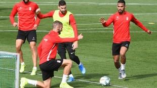 Jugadores del Granada en un entrenamiento