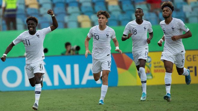 Los jugadores franceses celebran uno de sus goles.