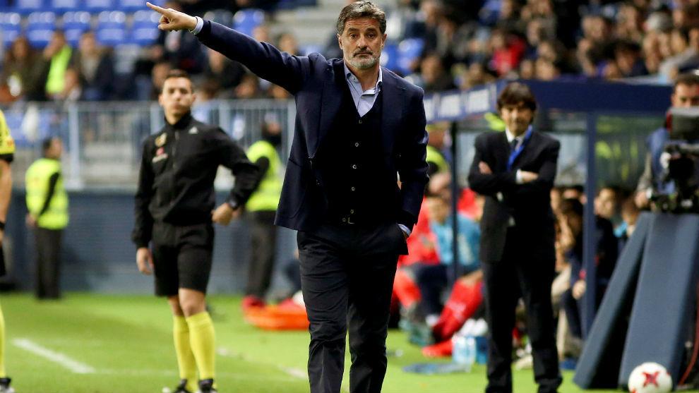 Michel (56) en su etapa como entrenador del Málaga.