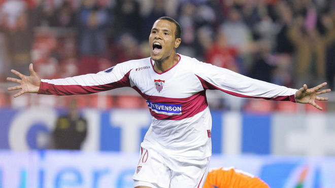 Luis Fabiano celebrates a goal in his first season in Nervi