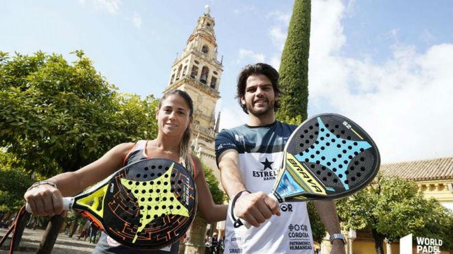 Mari Carmen Villalba y Javier Garrido, en el Patio de los Naranjos de...