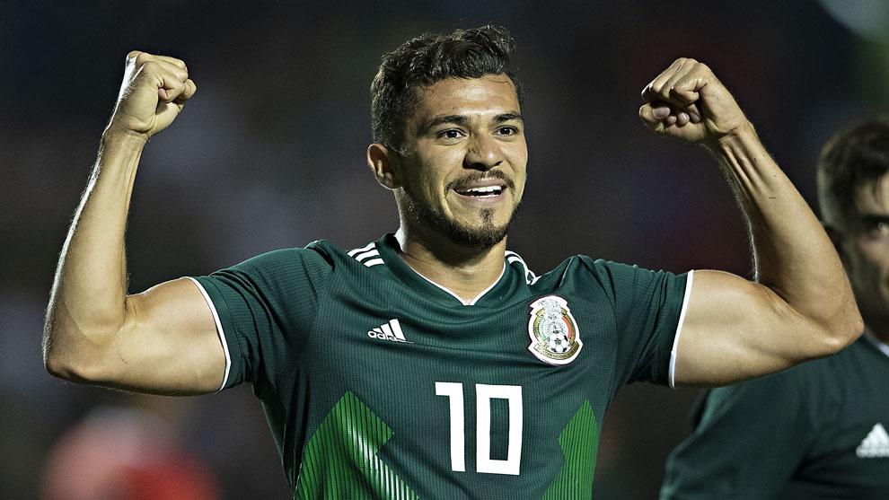 Henry Martín en festejo de gol con la selección mexicana