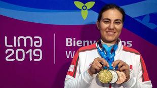 Alejandra Valencia luce sus medallas en Lima 2019