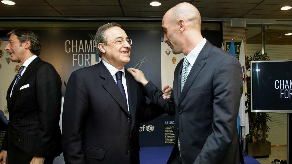 El presidente del Real Madrid, Florentino Pérez, con el de la RFEF,...