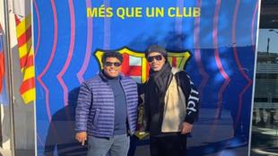 Ronaldinho está en Barcelona.