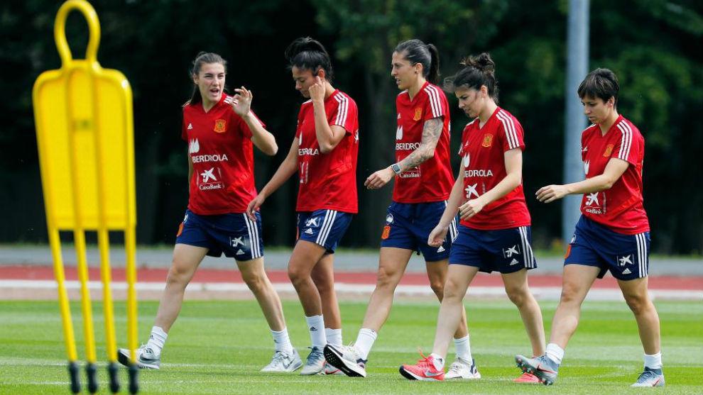 Las jugadoras de la selección durante un entrenamiento en el Mundial...
